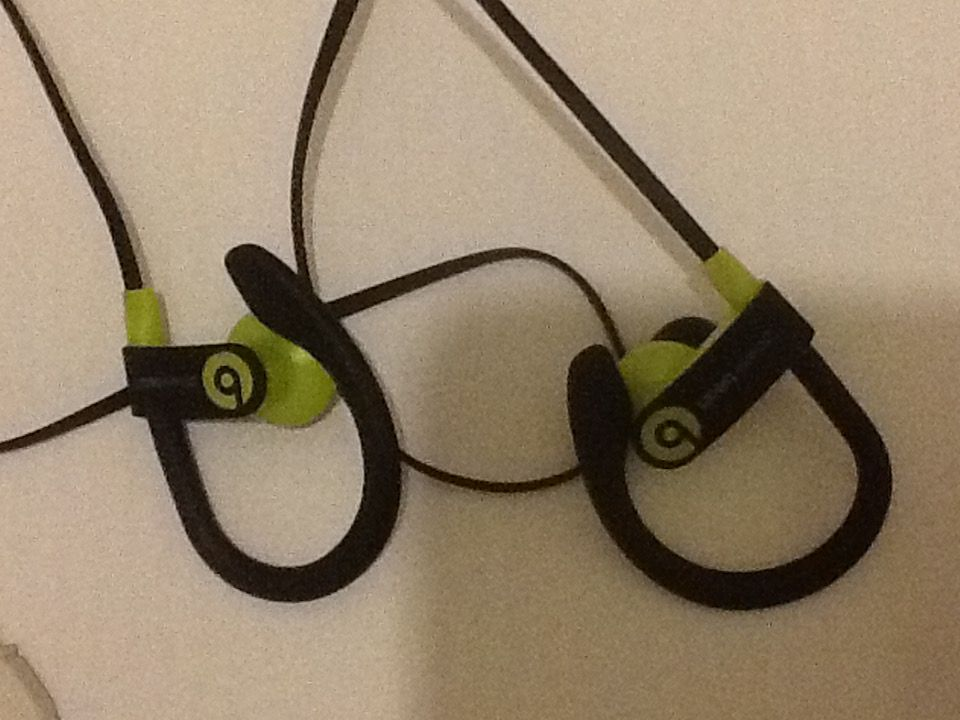 do these earbuds look familiar folks
